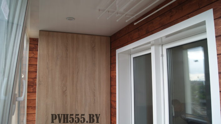 Отделка балкона штиль покраска и установка распашного шкафа