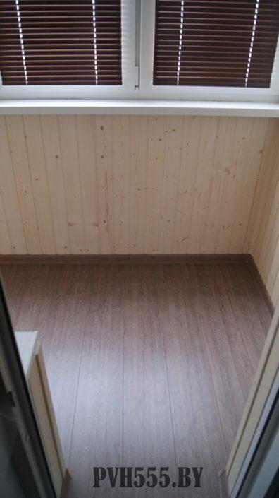 Отделка балкона вагонкой покраска и ламинат на пол