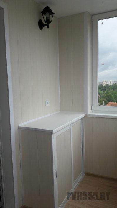 Отделка балкона ламинированными ПВХ панелями и тумбочка
