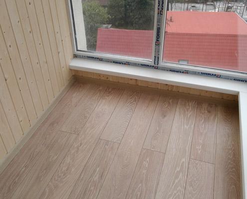 Монтаж ламината на балконе