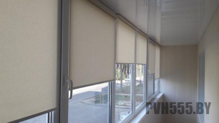 Монтаж ролл штор на балконе 10