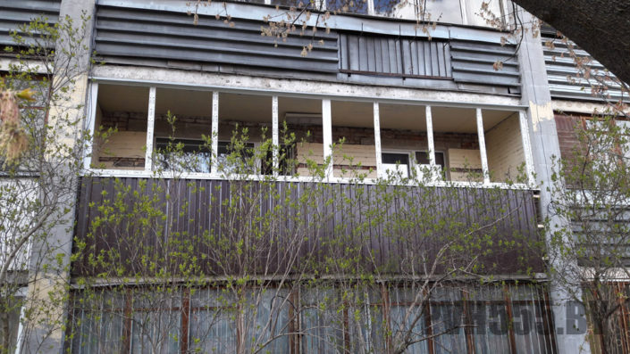 Отделка балкона профнастилом 2