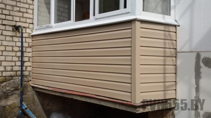 Отделка балкона сайдингом 1