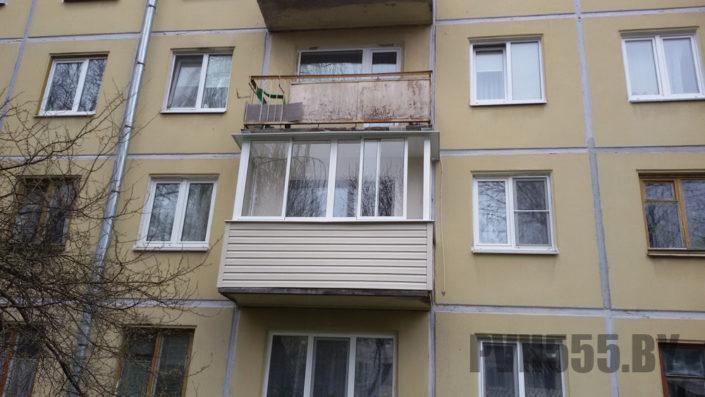 Отделка балкона сайдингом 7